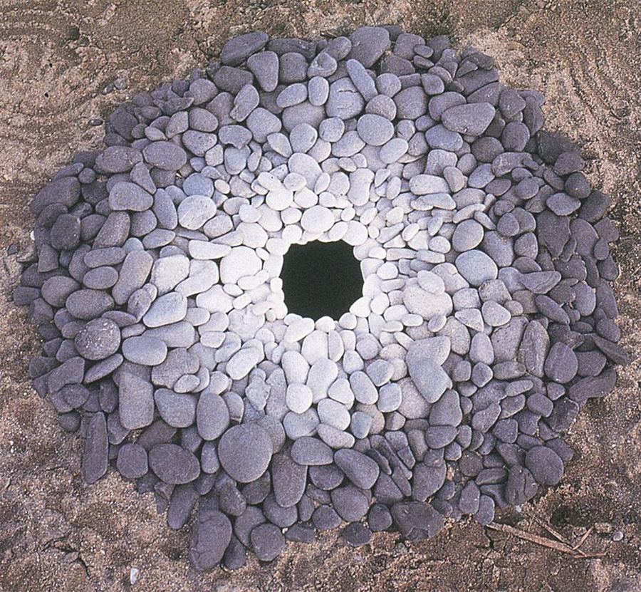 Pebbles around a Hole (Kinagashima-Cho)